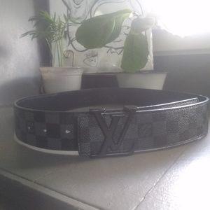 Men's Luis Vuitton belt with box